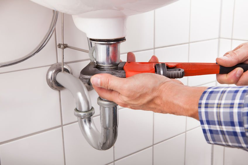 queen creek plumber fixing bathroom sink