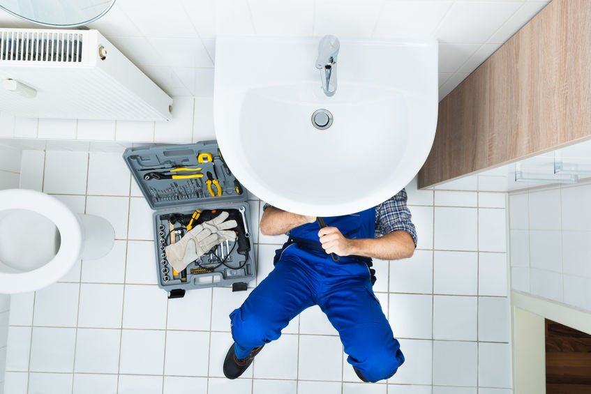 ahwatukee plumber fixing bathroom sink