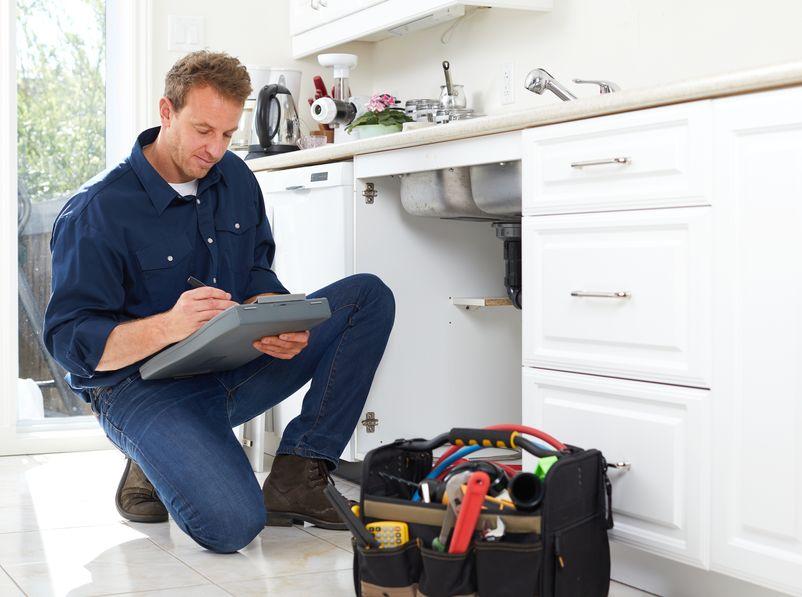 chandler plumber fixing kitchen sink